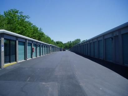 851 W Henderson Rd Columbus, OH 43214 - Drive-up Units|Driving Aisle