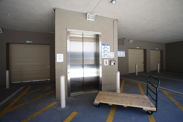1234 Anaheim Street Los Angeles, CA 90710 - Elevator|Rolling Cart|Indoor Unit
