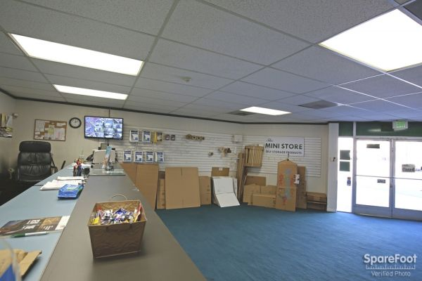 6921 San Fernando Rd Glendale, CA 91201 - Front Office Interior|Moving/Shipping Supplies