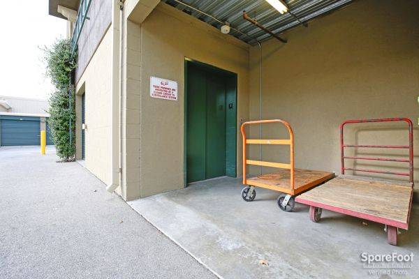 10711 Vinedale St Sun Valley, CA 91352 - Rolling Cart