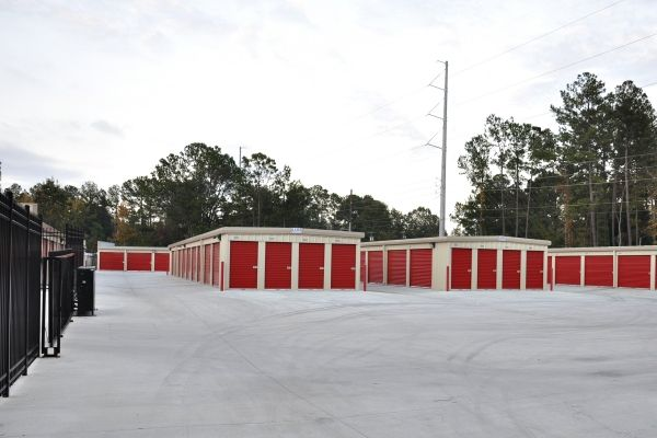 1049 Kacey Dr Hinesville, GA 31313 - Drive-up Units