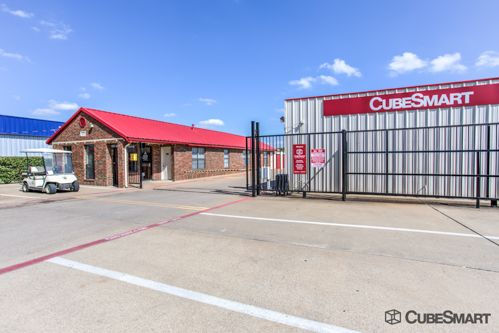 CubeSmart Self Storage   Garland   1350 N. First Street