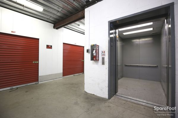 6121 Lankershim Blvd North Hollywood, CA 91606 - Elevator