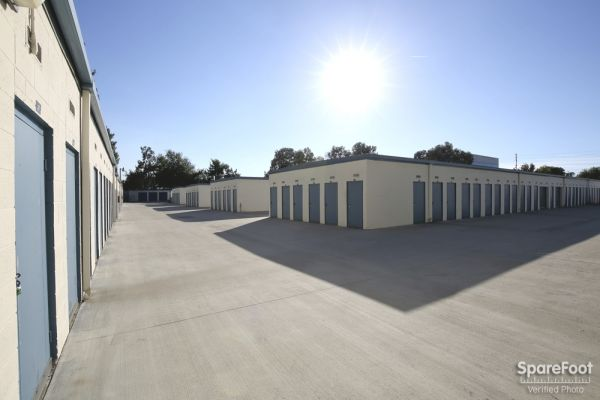 18626 S Western Ave Gardena, CA 90248 - Drive-up Units|Driving Aisle