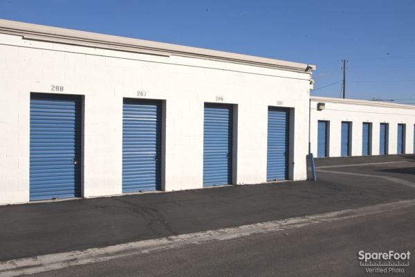 900 E Orangethorpe Ave Anaheim, CA 92801 - Drive-up Units