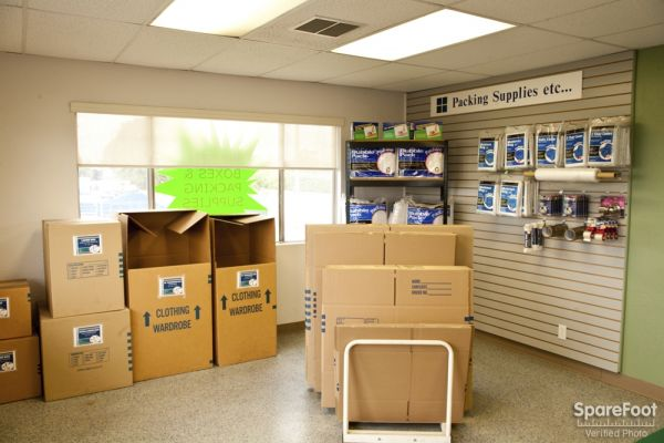 20501 S Main St Carson, CA 90745 - Moving/Shipping Supplies