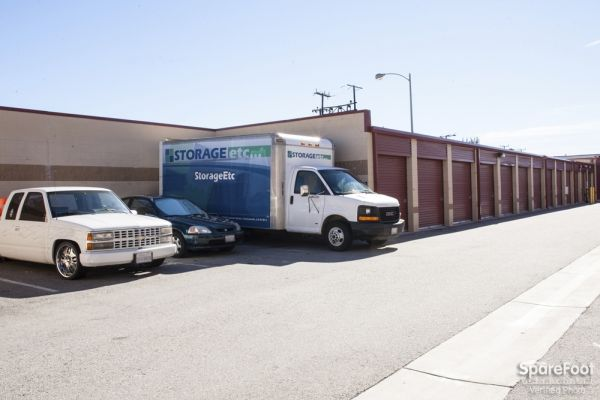 20550 Lassen St Chatsworth, CA 91311 - Moving Truck