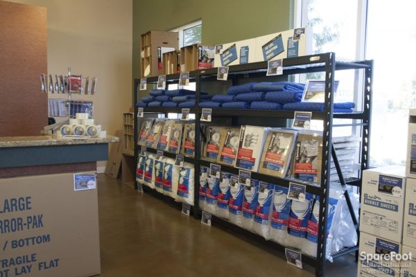 20550 Lassen St Chatsworth, CA 91311 - Moving/Shipping Supplies