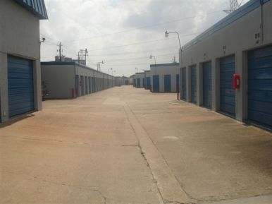 10901 Northwest Fwy Houston, TX 77092 - Driving Aisle|Drive-up Units