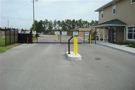 3000 Mulford Rd Mulberry, FL 33860 - Security Gate