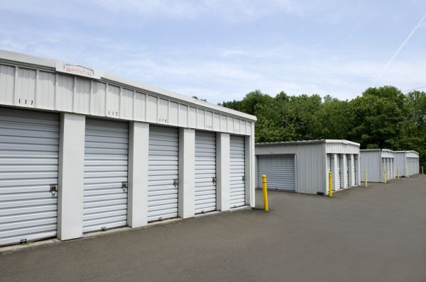 25 Del Mar Dr Brookfield, CT 06804 - Drive-up Units