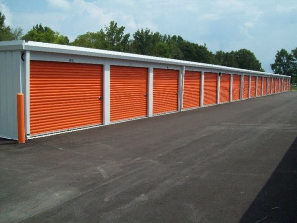 4450 Chisholm Rd Florence, AL 35633 - Drive-up Units
