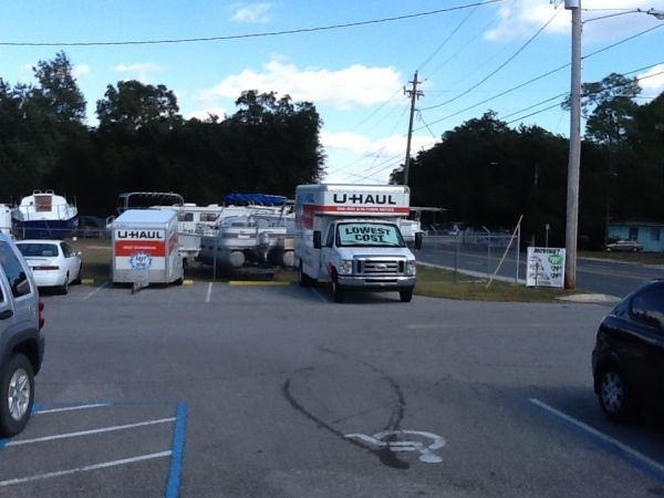 540 E Fairfield Dr Pensacola, FL 32503 - Moving Truck