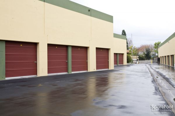 585 Porter Way Placentia, CA 92870 - Drive-up Units