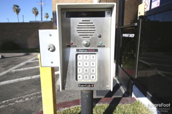 17324 S Broadway Gardena, CA 90248 - Security Keypad