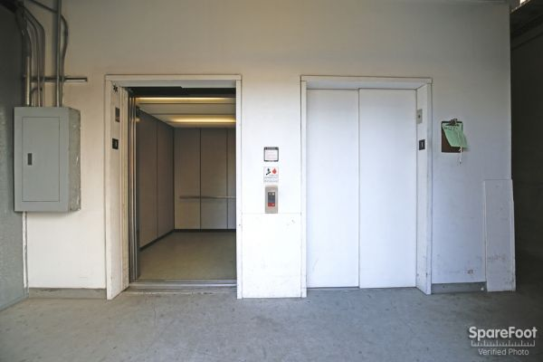 6200 Lankershim Blvd North Hollywood, CA 91606 - Elevator