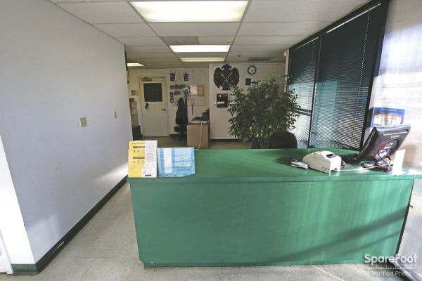 6200 Lankershim Blvd North Hollywood, CA 91606 - Front Office Interior