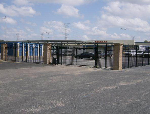 2700 Getwell Rd Memphis, TN 38118 - Security Gate