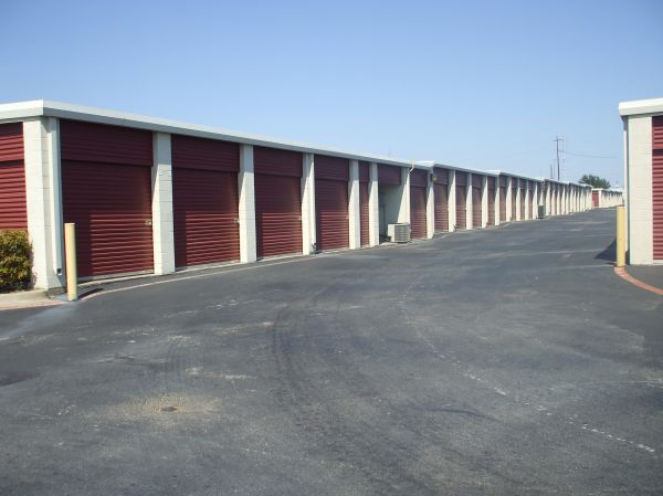 3707 N Buckner Blvd Dallas, TX 75228 - Driving Aisle|Drive-up Units