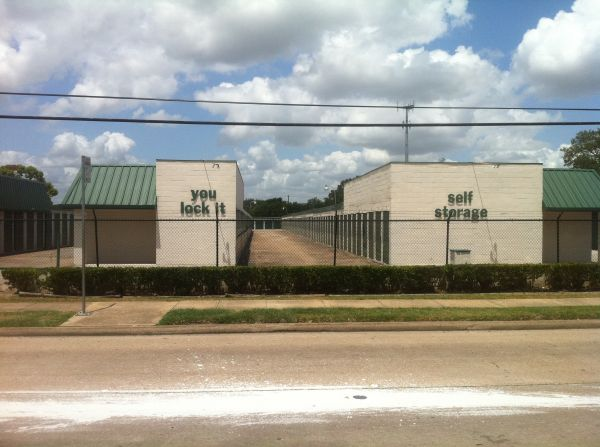 9818 S Gessner Rd Houston, TX 77071 - Road Frontage