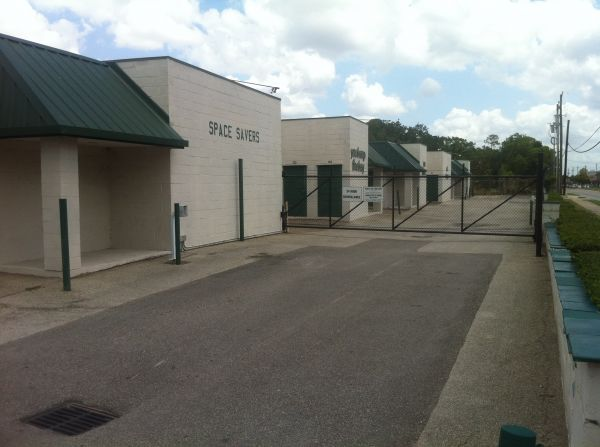9818 S Gessner Rd Houston, TX 77071 - Security Gate|Driving Aisle