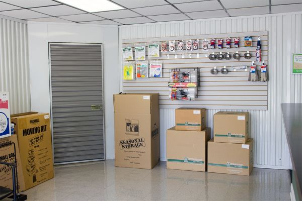8118 Tom Dr Baton Rouge, LA 70815 - Moving/Shipping Supplies