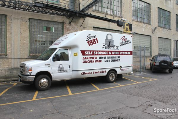 1650 W Irving Park Rd Chicago, IL 60613 - Moving Truck