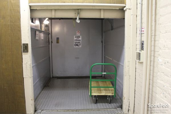 1516 N Orleans St Chicago, IL 60610 - Interior of a Unit|Rolling Cart