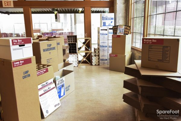 111 SE Belmont St Portland, OR 97214 - Moving/Shipping Supplies