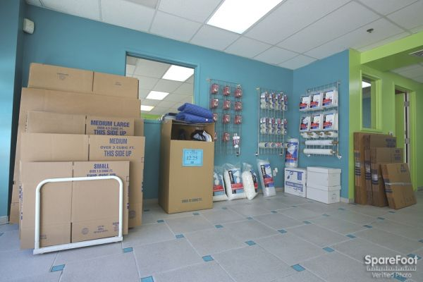 2045 W Rosecrans Ave Gardena, CA 90249 - Moving/Shipping Supplies