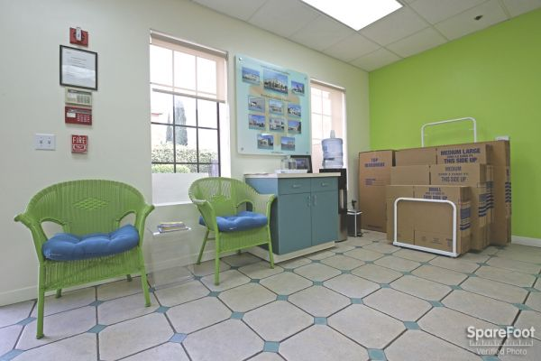 4996 Melrose Ave Los Angeles, CA 90004 - Front Office Interior|Moving/Shipping Supplies