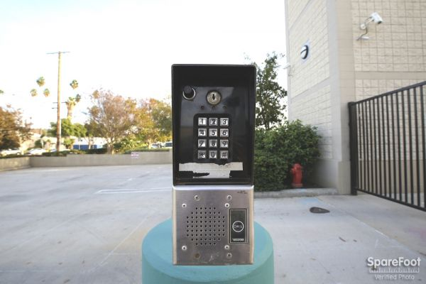 2840 N San Fernando Rd Los Angeles, CA 90065 - Security Keypad