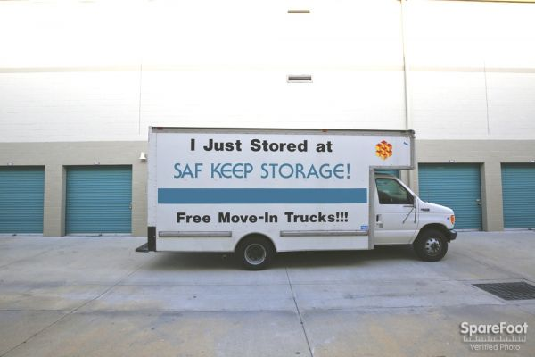 2840 N San Fernando Rd Los Angeles, CA 90065 - Moving Truck