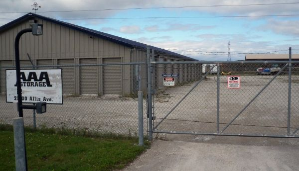 21400 Allis Ave Franksville, WI 53126 - Security Gate