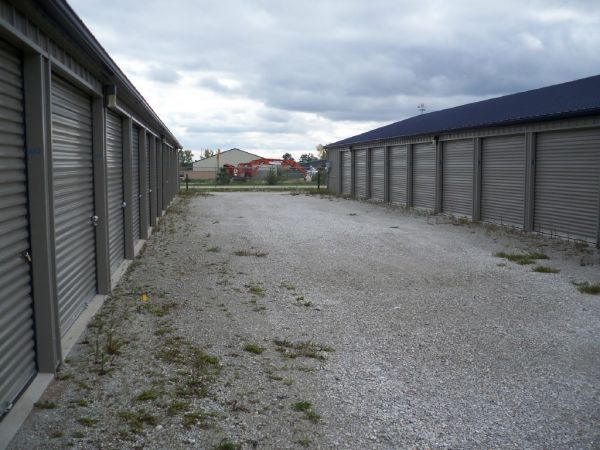 21400 Allis Ave Franksville, WI 53126 - Driving Aisle|Drive-up Units