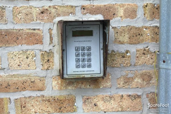 1800 W Foster Ave Chicago, IL 60640 - Security Keypad