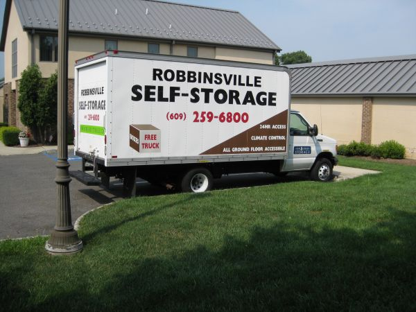 1098 RT-130 Robbinsville, NJ 08691 - Moving Truck