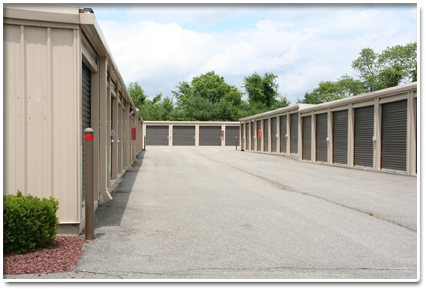 400 N County Line Rd Jackson, NJ 08527 - Driving Aisle|Drive-up Units