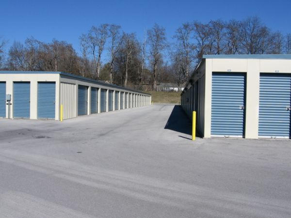 5500 Central Avenue Pike Knoxville, TN 37912 - Drive-up Units|Driving Aisle