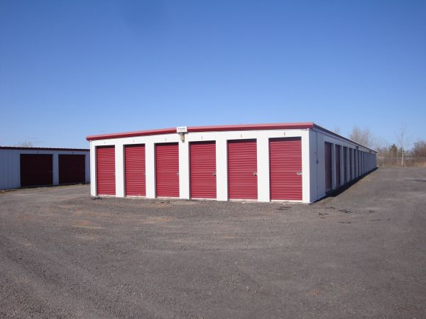 4938 Bay Dr Superior, WI 54880 - Drive-up Units
