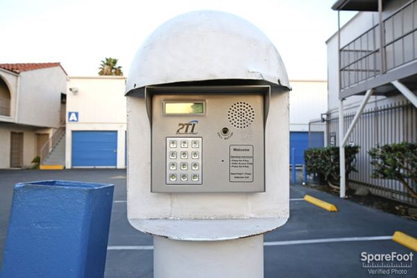 2870 Los Feliz Pl Los Angeles, CA 90039 - Security Keypad