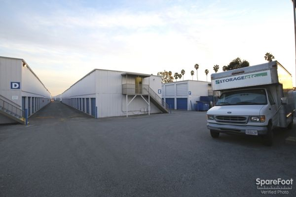 2870 Los Feliz Pl Los Angeles, CA 90039 - Drive-up Units|Moving Truck