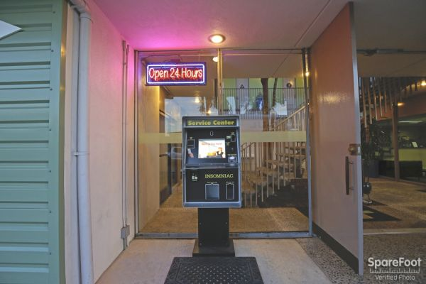 2870 Los Feliz Pl Los Angeles, CA 90039 - Rental Kiosk