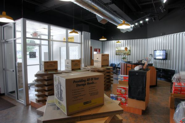 3401 Broadway St Kansas City, MO 64111 - Moving/Shipping Supplies