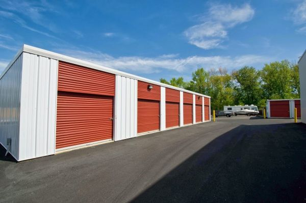 2445 Crain Hwy Waldorf, MD 20601 - Drive-up Units|Driving Aisle