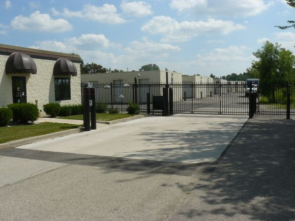 N14W24789 Bluemound Rd Pewaukee, WI 53072 - Security Gate