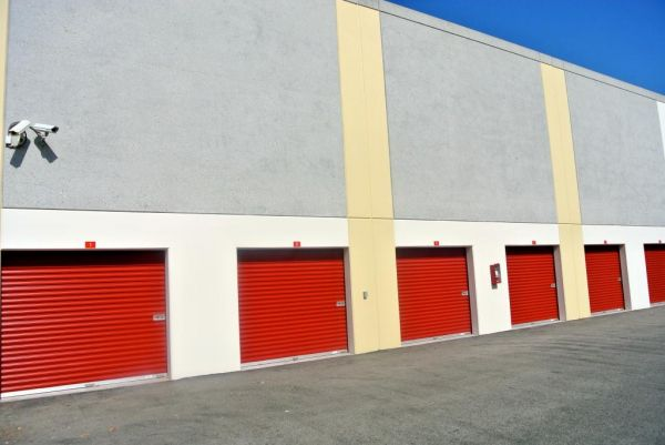 1801 Eastman Avenue Oxnard, CA 93030 - Drive-up Units