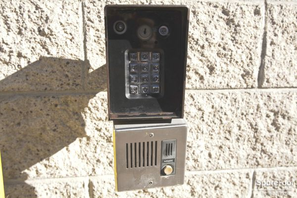 14601 Sherman Way Van Nuys, CA 91405 - Security Keypad