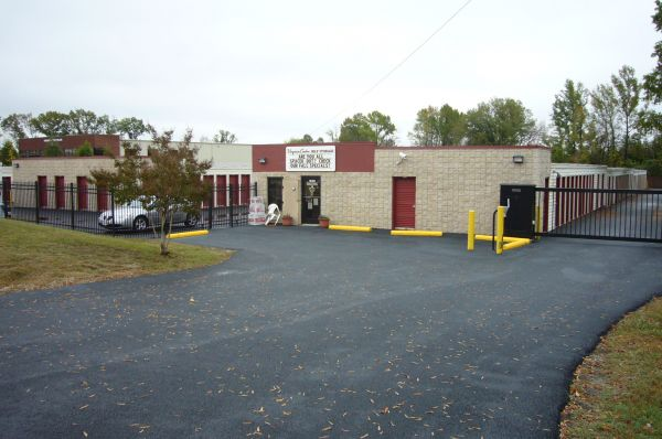 10361 Kings Acres Rd Ashland, VA 23005 - Storefront