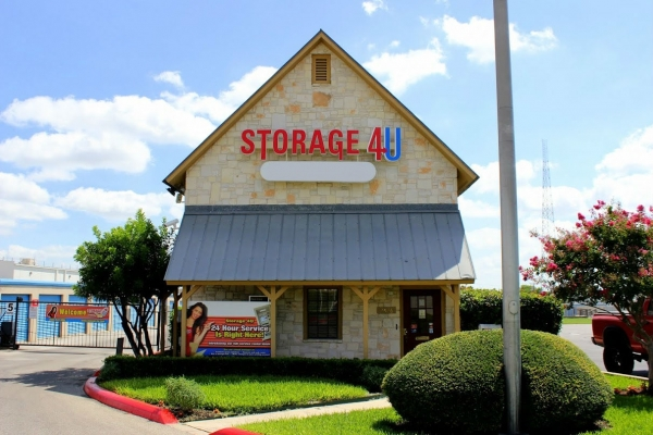 Storage 4U East - Photo 1